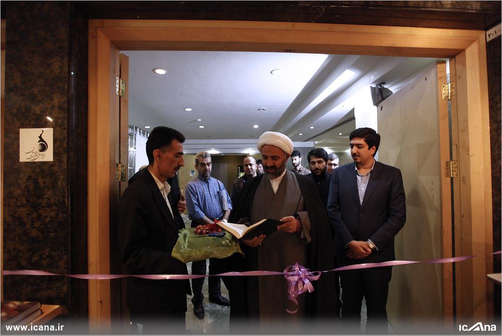 گزارش تصویری/ افتتاح نمایشگاه بازی های رایانهای در راهروی مجلس توسط حجت الاسلام پژمان فر