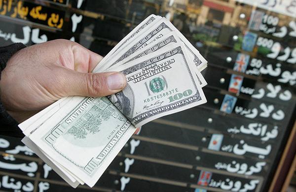نصراله پژمانفر: نابسامانی بازار ارز ثمره بیکفایتی و سوءمدیریت است/ افزایش قیمت دلار زندگی مردم را مختل میکند