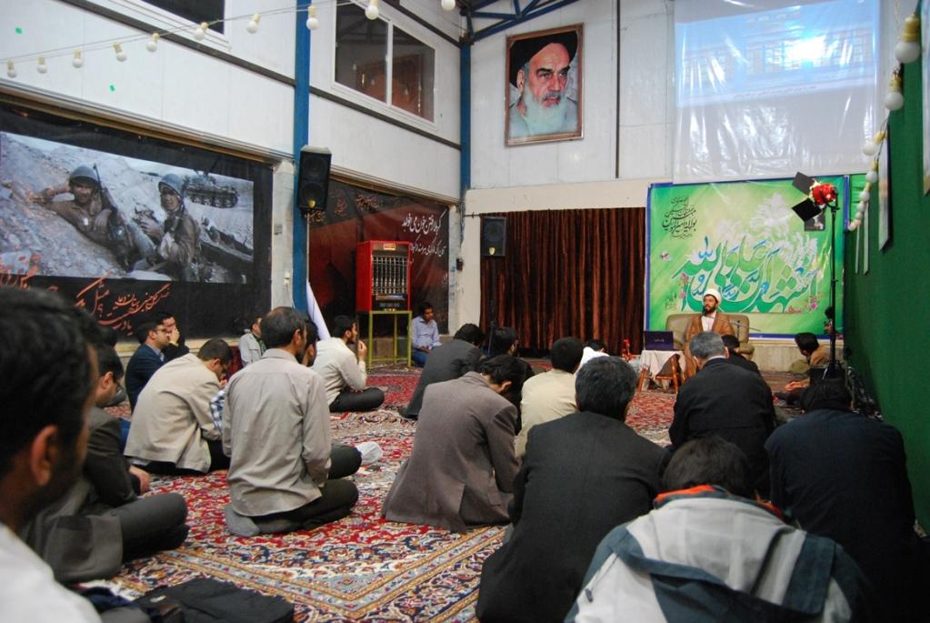 نماینده مردم مشهد و کلات: هیچ قانونی حسینیهها را از فعالیتهای سیاسی منع نمیکند
