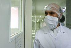 بازدید حجت الاسلام پژمانفر از واحدهای تولیدی ماسک و موادضدعفونی کننده