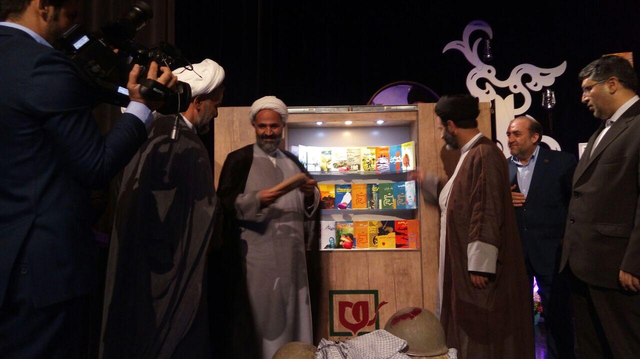 گزارش تصویری/ رونمایی از کتاب دفاع مقدس با حضور حجت الاسلام پژمان فر