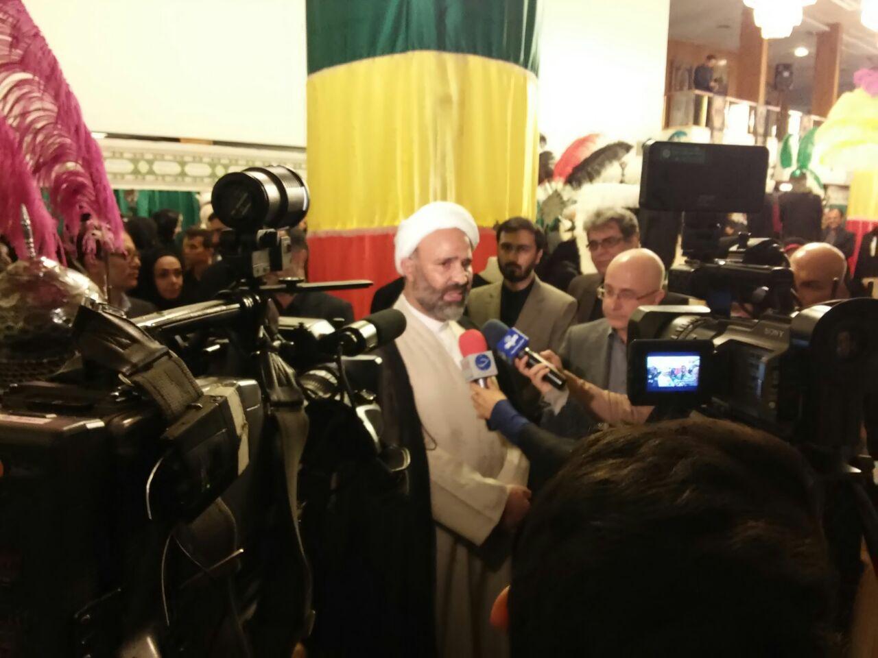 گزارش تصویری / بازدید حجت الاسلام پژمان فر از اولین نمایشگاه لباس عاشورایی